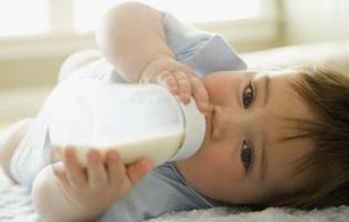Un restaurante vegano veta a padres que den leche de vaca o potitos a sus hijos