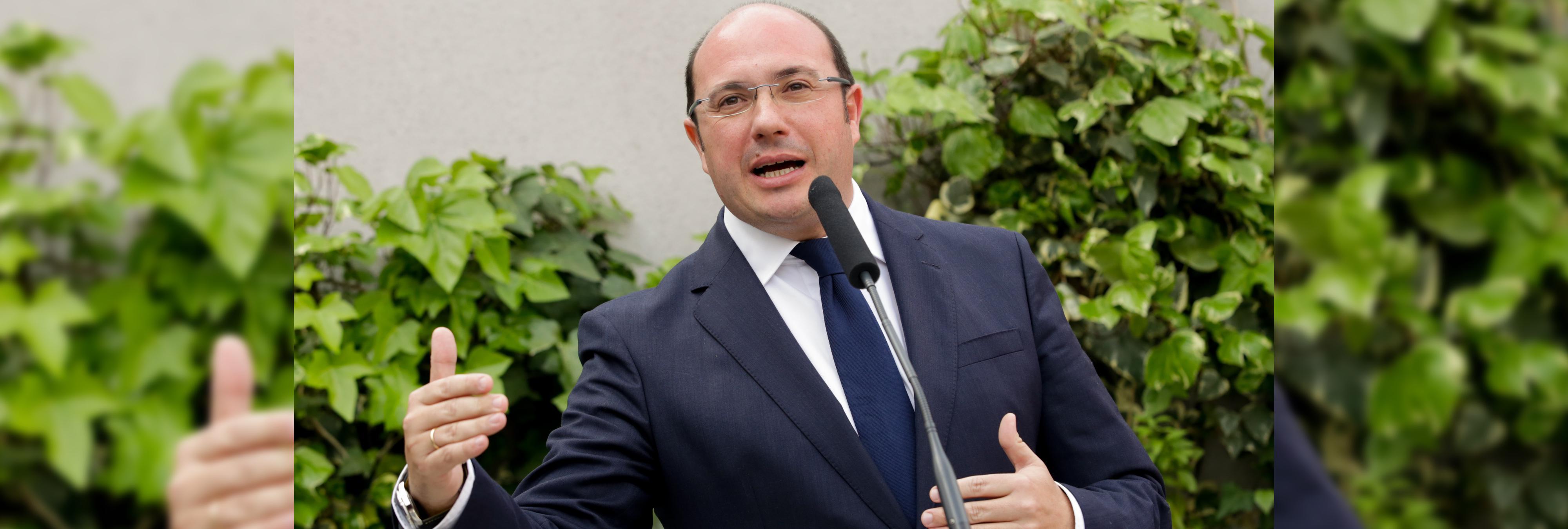 Dimite el presidente de Murcia entre acusaciones de corrupción