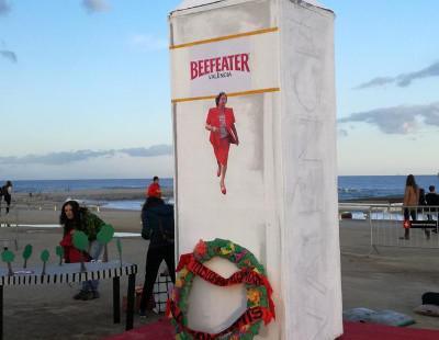 Una polémica falla convierte la tumba de Rita Barberá en una botella de ginebra y enciende al PP valenciano