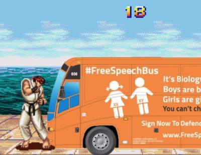 Un videojuego te permite destruir el autobús transfóbico de Hazte Oír