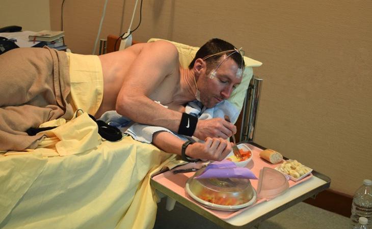 Los participantes del estudio no pueden levantarse de la cama para acudir al aseo ni para comer