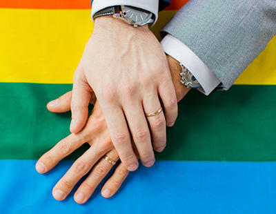 Todos los hombres se dan la mano: la campaña de los políticos holandeses en contra de la homofobia