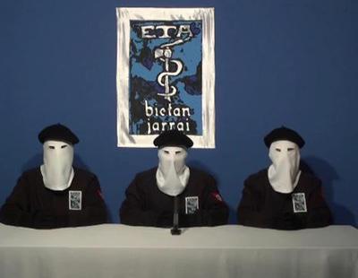 ETA no quiere pedir perdón a sus víctimas ni disolverse pero se jacta de entregar las armas