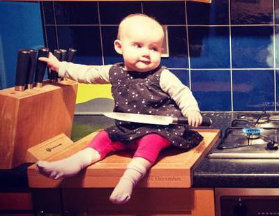 Fotografía a un bebé en situaciones peligrosas pero por una buena causa