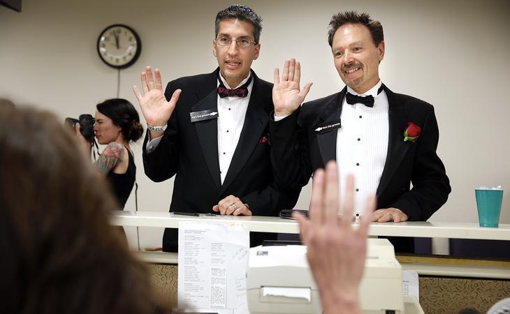 En algunos casos existe el matrimonio gay, como prueba de que los gays son tan diversos como cualquier otro colectivo