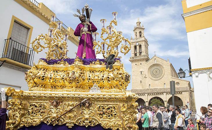 Las procesiones llenan las calles