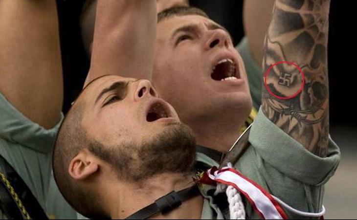 Imagen de la procesión del Cristo de la Buena Muerte en Málaga, donde se fotografió a un legionario con una esvástica nazi tatuada en el brazo
