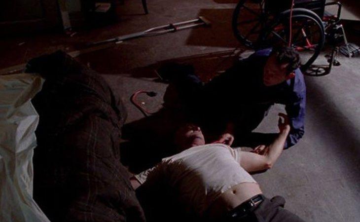 Locke murió estrangulado fuera de la isla