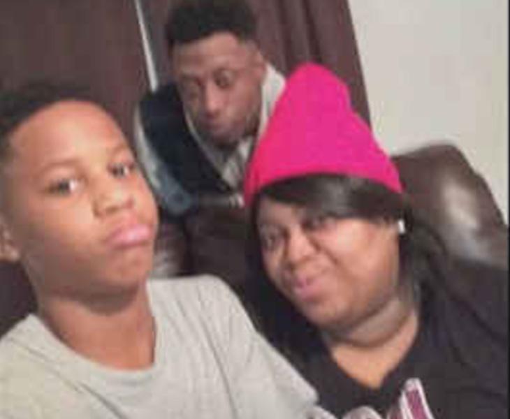 Malachi Hemphill junto a sus padres en una fotografía publicada en redes sociales