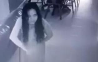 Una empleada del hogar vive una posesión demoniaca ante las cámaras de seguridad