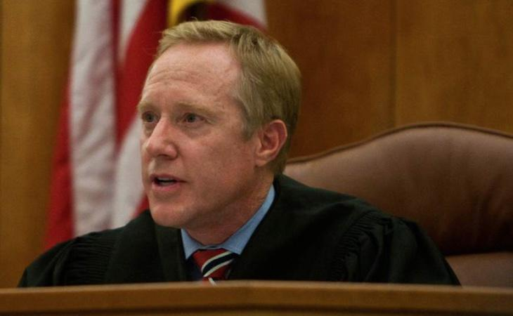 El juez Thomas Low ha despertado todas las críticas por defender a un condenado por diez abusos sexuales