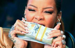 Rihanna clona unas sandalias de los 'chinos' y las vende 90 veces más caras