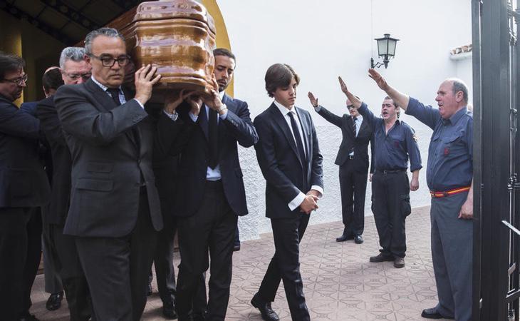 Funeral de José Utrera Molina con el exministro Alberto Ruíz Gallardón portando el féretro