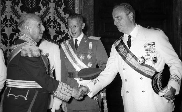 Manuel Fraga junto al dictador Francisco Franco