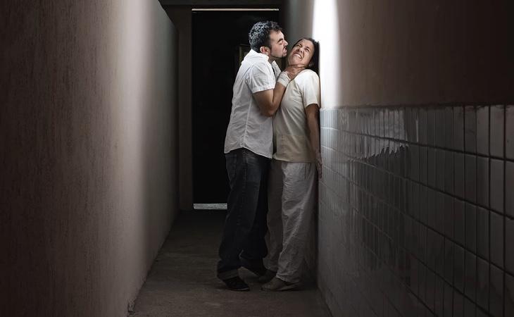 Fotografía que retrata las palizas en las clínicas