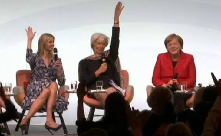 La moderadora pidió que las mujeres que se sintieran feministas levantaran la mano
