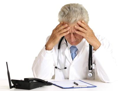 Un médico murciano diagnostica a una paciente que 'no está bien follada' y le sancionan dos años