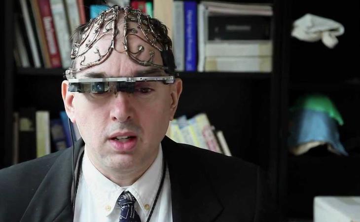 Steve Mann se ha implantado un dispositivo en el cerebro que permite grabar todo lo que ve y conseguir una percepción en realidad aumentada