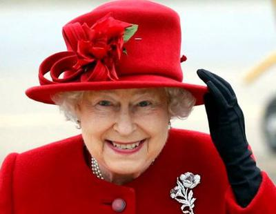 La Reina de Inglaterra convoca de urgencia a todo el personal del palacio de Buckingham