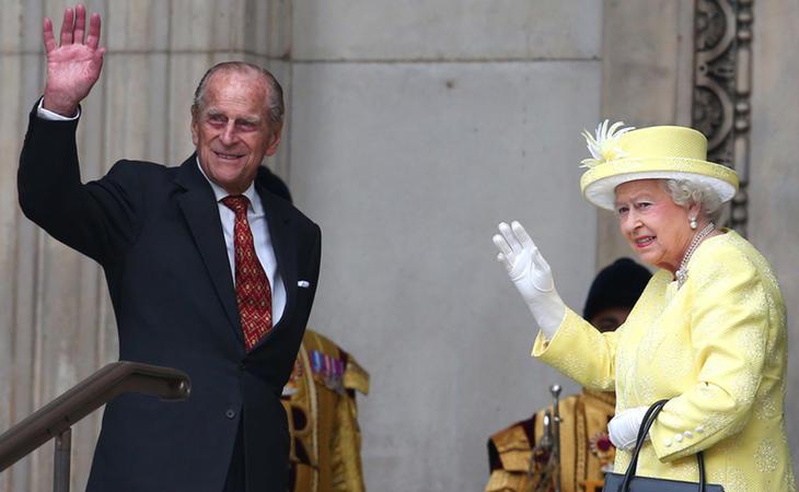 El duque Felipe de Edimburgo y su mujer, la reina Isabel II