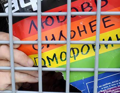 Ser gay en Chechenia es cada vez más duro: 'Les dicen a los padres que maten a sus hijos'