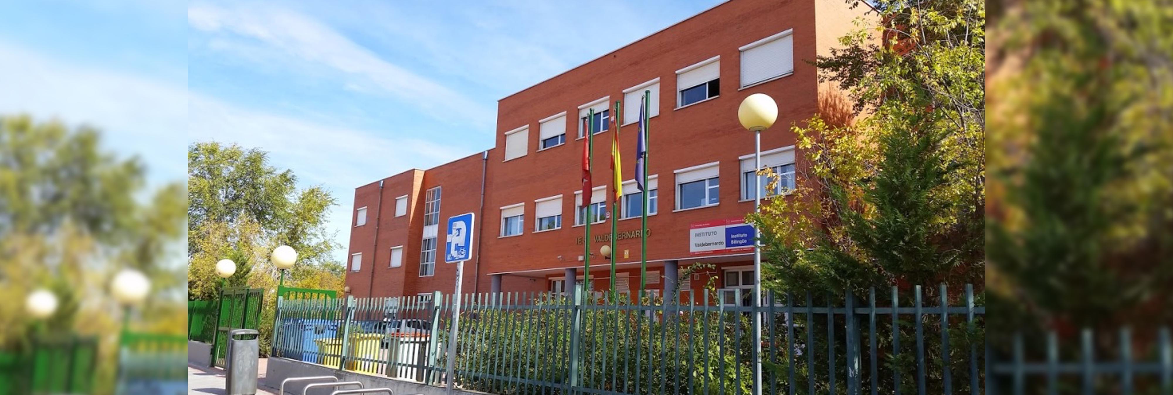 Una joven de 13 años asesta cinco puñaladas a un compañero de instituto en Madrid