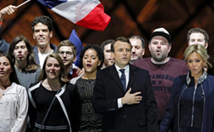 Macron, durante la celebración de su victoria frente al museo del Louvre