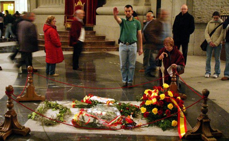 Los restos del dictador Francisco Franco continúan enterrados con honores en el Valle de los Caídos a coste del erario público