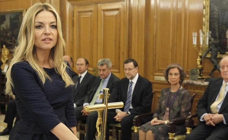 La presidenta del Observatorio contra la Ciolencia de Género, Ángeles Carmona, jurando el cargo