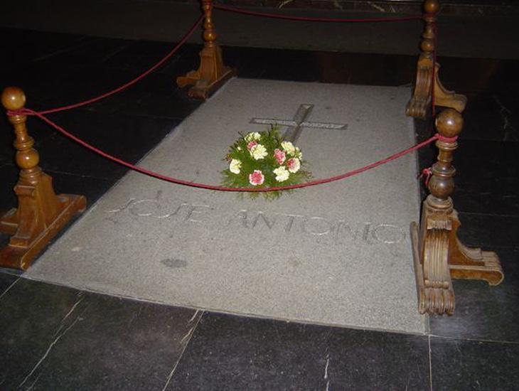 Los restos de José Antonio, fundador de Falange Española, sí que permanecerán en el interior del conjunto