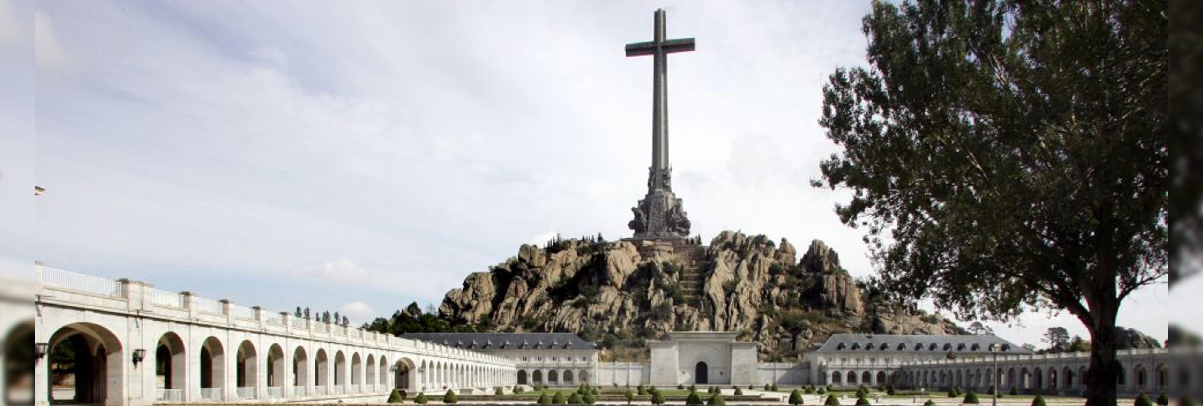 El Congreso aprueba sacar los restos de Franco del Valle de los Caídos con la abstención del PP