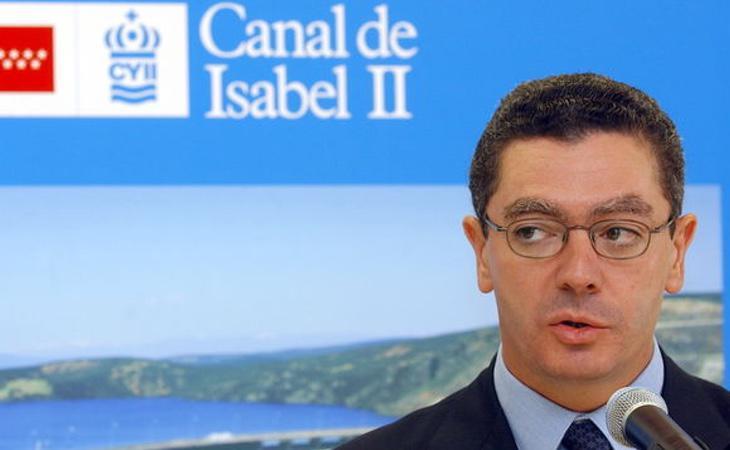 Alberto Ruiz Gallardón, en un acto del Canal de Isabel II en 2002, cuando era presidente de la Comunida dee Madrid