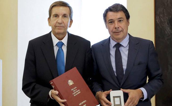 El fiscal Anticorrupción, Manuel Moix (izquierda), ha sido señalado por, supuestamente, entorpecer la investigación en el Canal de Isabel II