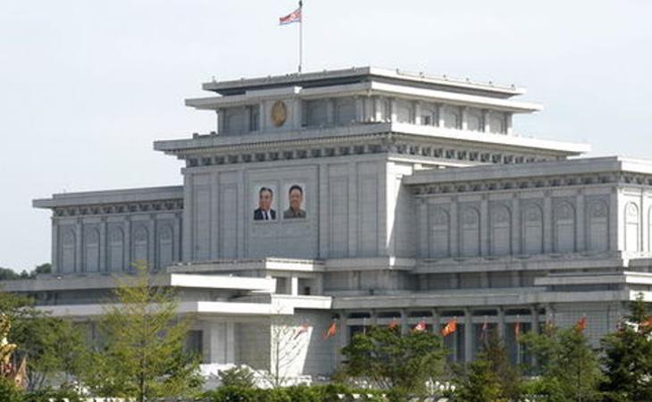 Mausoleo en honor a los dictadores de Corea del Norte, Kim Il-sung y Kim Jong-il