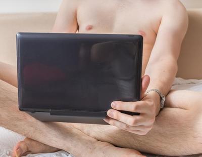 Consumir demasiado porno puede arruinar la vida sexual de los hombres pero no de las mujeres