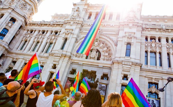 Los colectivos LGTBI consideran que el Gobierno de España les ha desprotegido