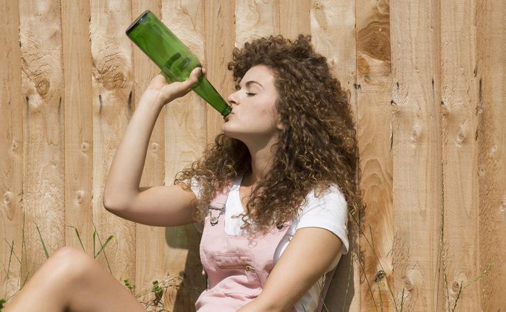 Los niños con mejores calificaciones tienen mayores posibilidades de consumir alcohol y cannabis durante su adolescencia