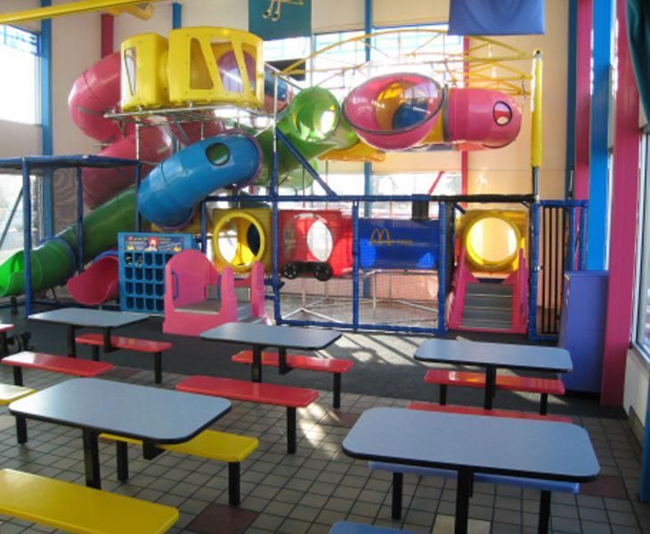 La pareja decidió mantener relaciones sexuales en un castillo de juegos del McDonalds