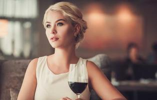 Una simple copa de vino al día aumenta el riesgo de cáncer