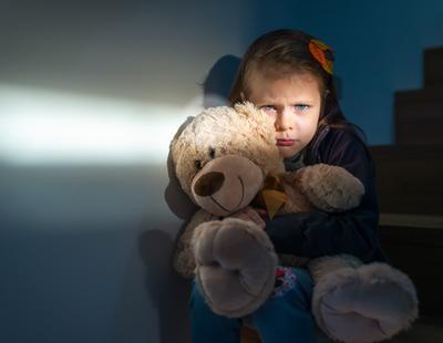 Un pederasta contagia a una niña con una enfermedad incurable y el juez le exime del delito de lesiones
