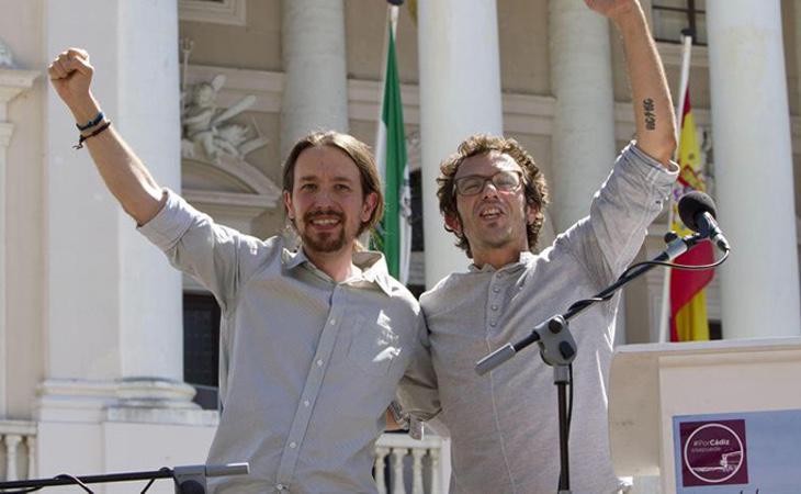 El alcalde de Cádiz, José María González Kichi (derecha), junto al líder de Podemos (izquierda), Pablo Iglesias, en una fotografía de archivo