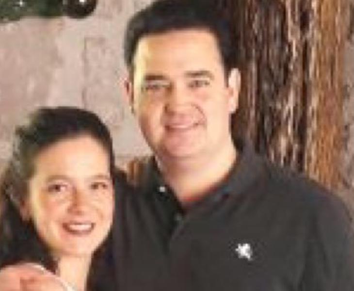Antonio Battaglia posa junto a su esposa en una fotografía publicada en redes sociales