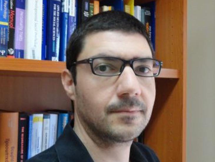 Menelaos Apostolou ha realizado un estudio machista y homófobo