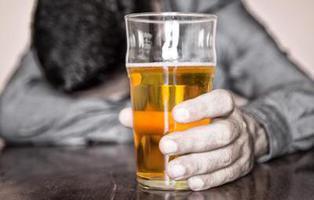 Beber alcohol para dejar el alcohol: la loca técnica japonesa de rehabilitación