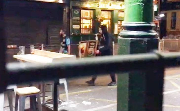 Dos de los terroristas del atentado antes de atacar