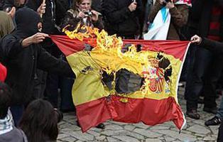 Pegan una paliza a un joven en Madrid por llevar un polo con la bandera de España