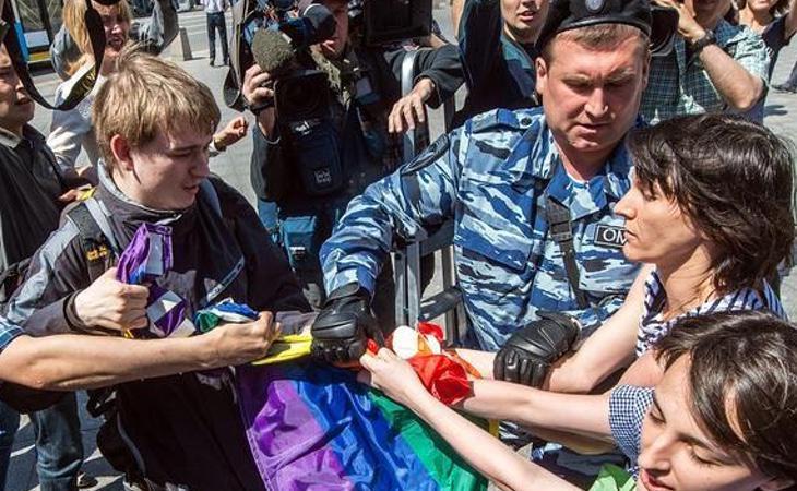 Los detenidos tienen que confesar la identidad de todos los homosexuales que conocen