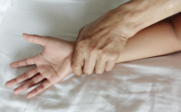 Una violación también puede darse dentro de la pareja