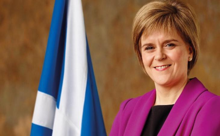 Los nacionalistas escoceses representados por Nicola Sturgeon pierden hasta 21 escaños