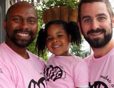 Los padres gays se involucran más en el bienestar de sus hijos, según un estudio